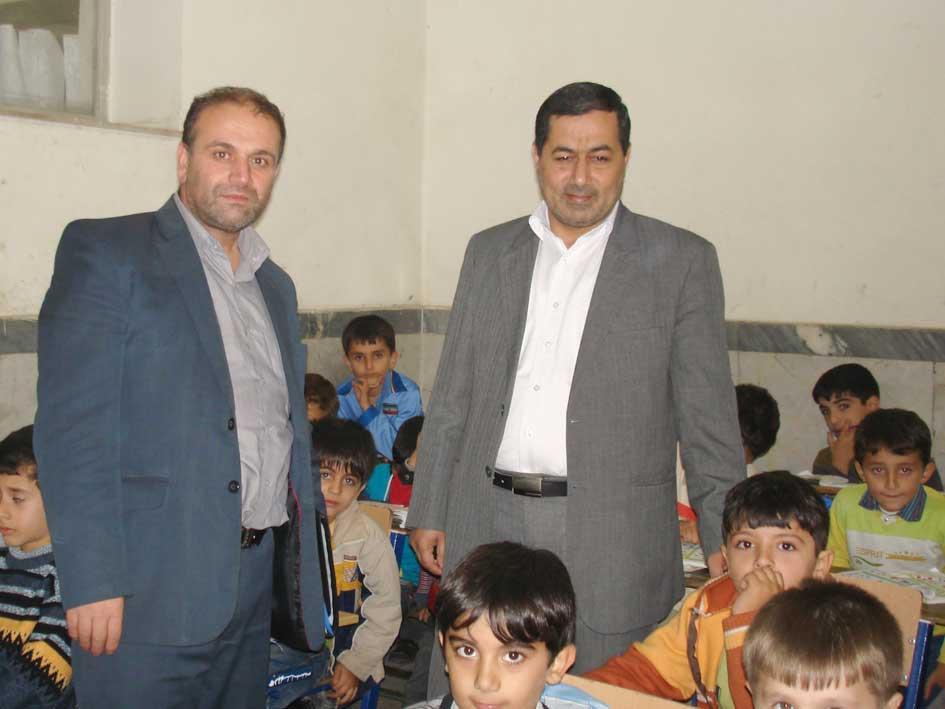 از سمت راست آقای حبیب پور (مدیر آموزش و پرورش پارس آباد) و آقای حنیفه زاده (کارشناس سازمان آموزش و پرورش اردبیل)