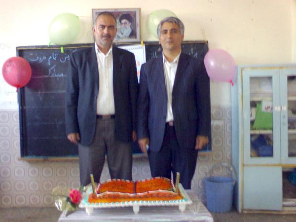 از سمت راست آقای محمد دادگر (مدیر دبستان خیام) و آقای اصلانی (مدیر مدرسه راهنمایی خیام)