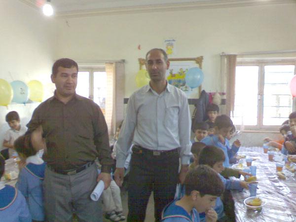 از سمت راست آقای سبحانی (کارشناس غیرانتفاعی) و آقای موسوی (کارشناس آموزش عمومی) مدیریت آموزش و پرورش پارس آباد
